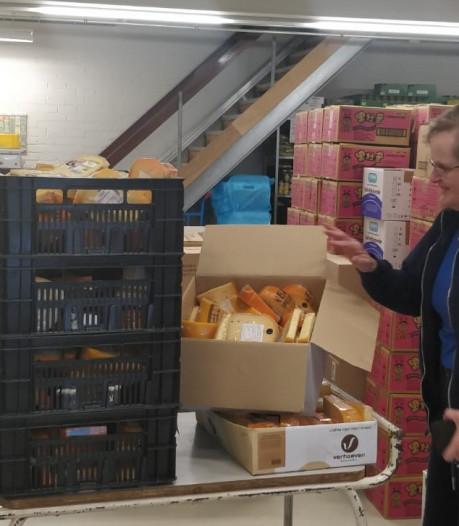 Voedselbanken Oss en Veghel blij met donatie 'luxeproduct' kaas