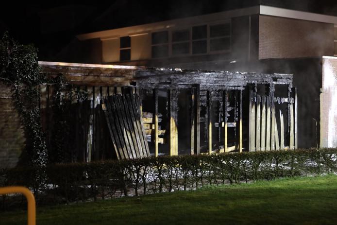 Brand in bijgebouw in achtertuin Best.