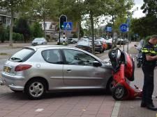 Vrouw op scooter gewond na aanrijding Voorschoten