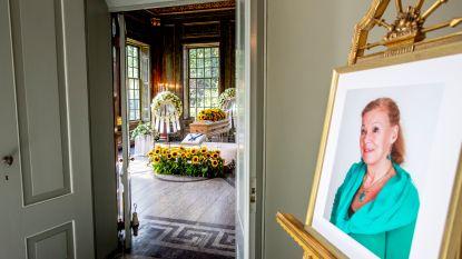 Nederlandse koninklijke familie neemt afscheid van prinses Christina