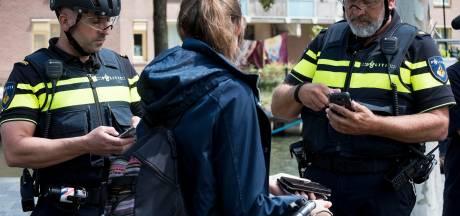 In Utrecht regent het boetes voor mensen met een telefoon in de hand