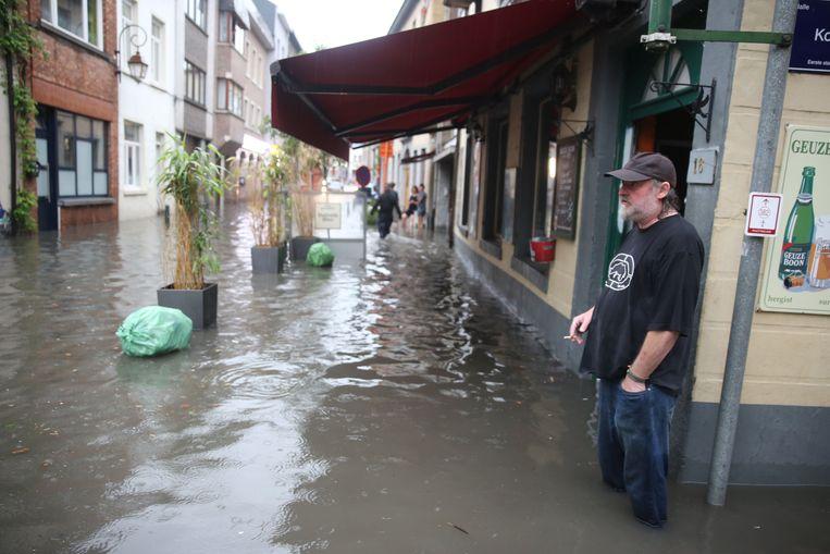 Drie jaar geleden stond Hans Sinnaeve voor het laatst met zijn voeten in het water aan café Den Ouverluup.