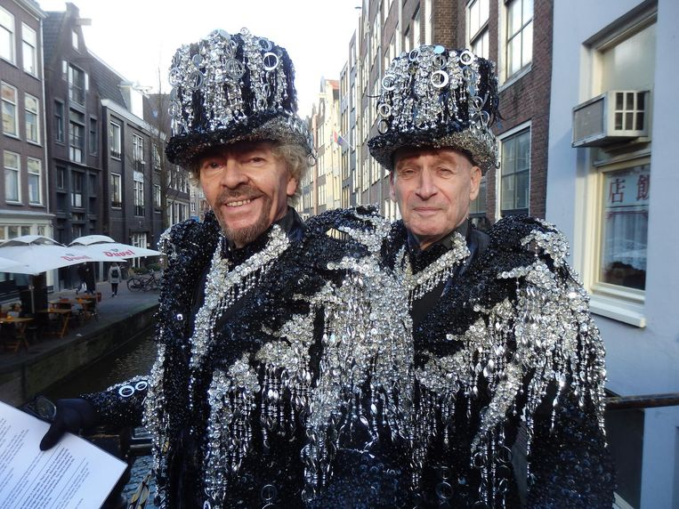 Robert Anthony (l) en Thom Rijpstra, ofwel de Gebroeders Grimm, altijd aanwezig op een gay-evenement in de stad, en dat is een dagtaak Beeld Schuim