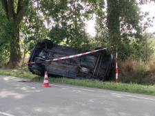 Auto belandt in berm in Gilze