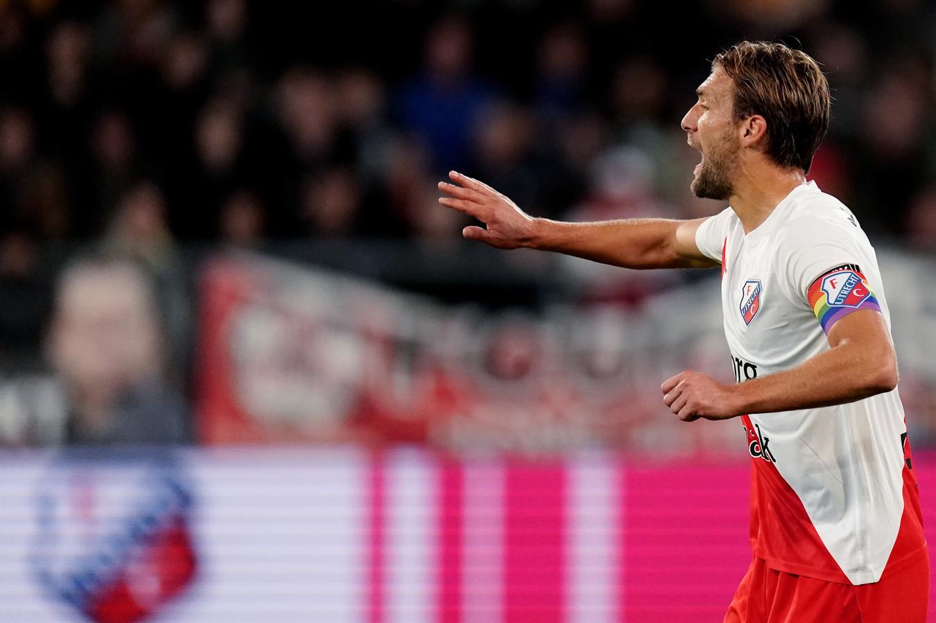 Willem Janssen droeg tijdens FC Utrecht-PSV de regenboogkleurige aanvoerdersband namens de thuisclub.