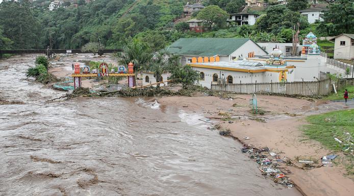 Overstromingen teisteren Zuid-Afrika al een aantal dagen. Zo ook hier vlakbij de stad Durban.