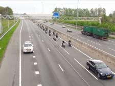 Molukse motorrijders in colonne over A12 en A30 naar herdenking