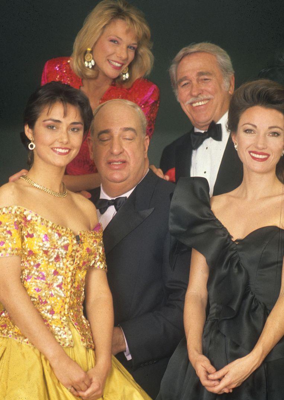 Marlène de Wouters, Lynn Wesenbeek, Roland Lommé, Howard Keel uit 'Dallas' en meter en actrice Jane Seymour op het openingsgala van VTM in 1989.