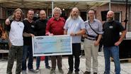 V8 Brothers schenken 4.700 euro aan Dominiek Savio