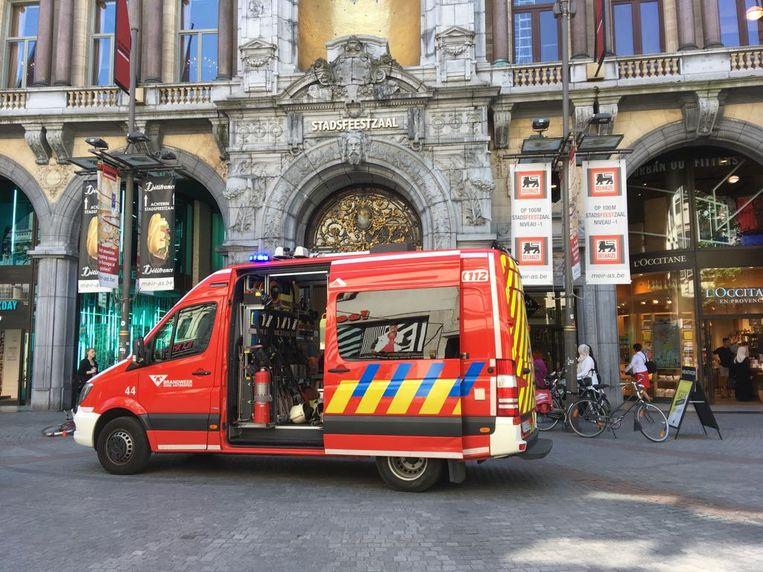 Technicus in levensgevaar na incident in liftschacht in Antwerpen.