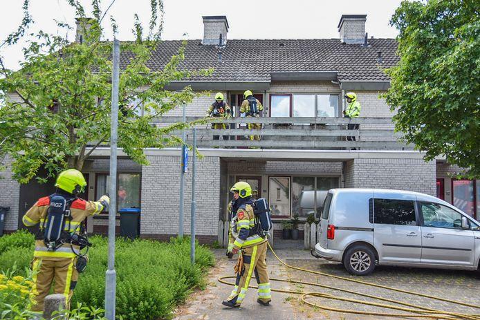 De brandweerlieden kwamen ter plaatse in Wijchen om het vuur te bestrijden.