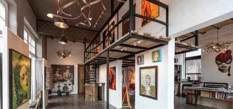 Oude Mariaschool in Helmond is nu een modern atelier en woonhuis