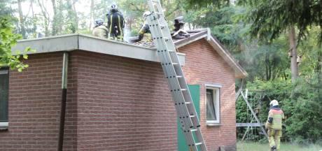 Veel rook en schade na brand in vakantiehuisje bij Holten