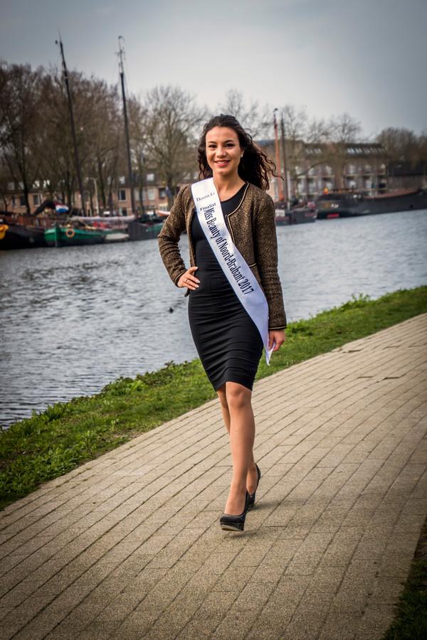 Julia van Loon uit Tilburg was zes jaar verslaafd, is sinds een half jaar clean en staat nu in de finale van Miss Beauty Noord-Brabant 2017.