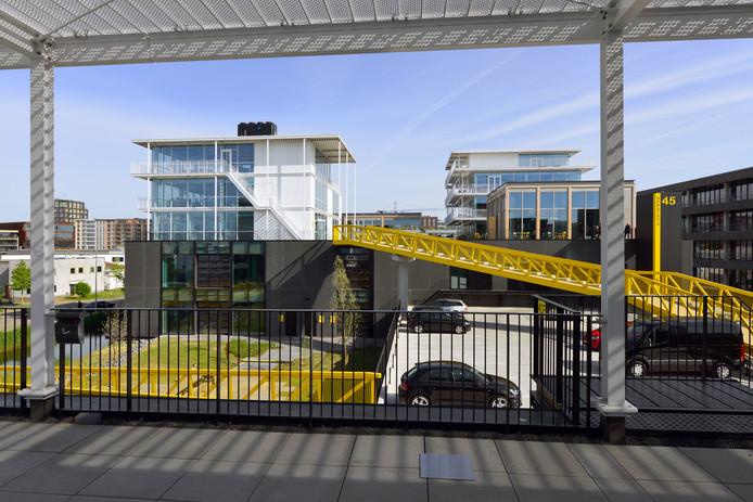Nieuwbouwproject Imagewharf in Amsterdam van Janssen de Jong met loftkantoren en  een parkeergarage.