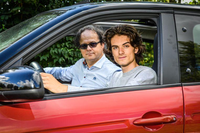 Papa Johan en Ruben Degroote uit het tv-programma 'Het Gezin'.