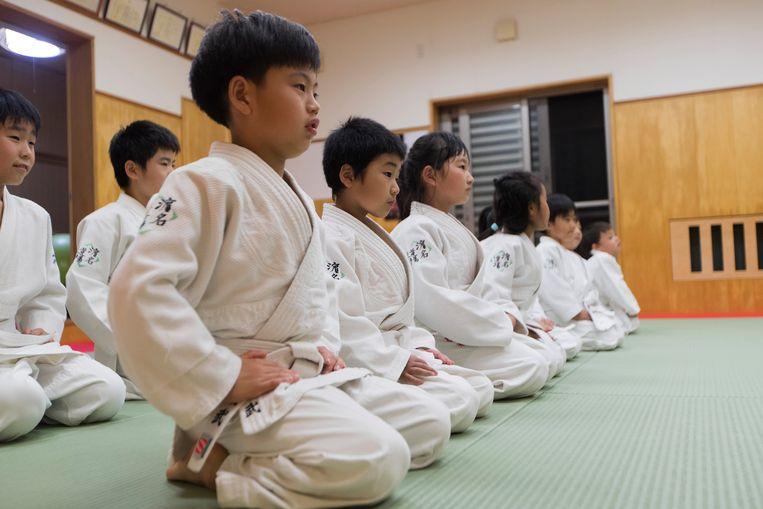Jonge Japanse judoka's, keurig in het gelid.  Beeld AP