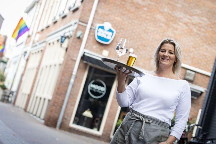 Paulina Kramer voor haar café Mood en B&B Oekepoek.