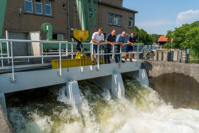 Het Kolffgemaal in Hardinxveld-Giessendam voert water uit de Linge af. Het krijgt gezelschap van een tweede stel pompen, dat water uit de Alblasserwaard naar de Merwede moet brengen.