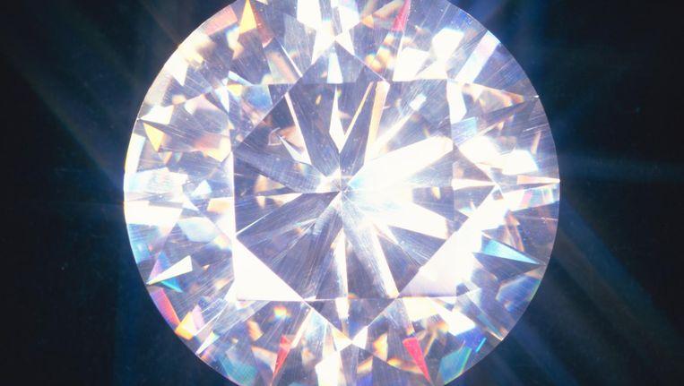 De prijs voor een fabrieksdiamant was 3900 dollar per karaat. Het grootste diamantbedrijf ter wereld, De Beers, rekent slechts 800 dollar: zo wil het de concurrentie tergen en het exclusieve imago van de natuurdiamant (6900 dollar per karaat) beschermen. Beeld Getty Images