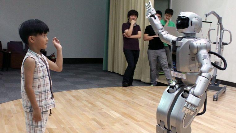 Hubo, een robot die op twee benen kan lopen. Beeld epa