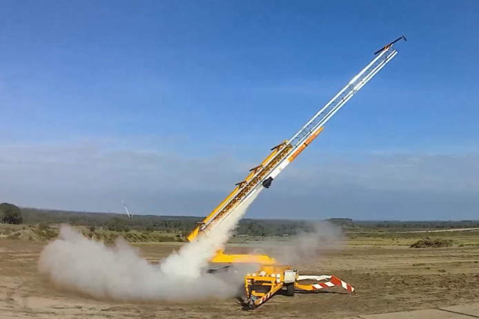 Het leger testte vandaag op de schietbaan in 't Harde een drone die met een raket werd gelanceerd