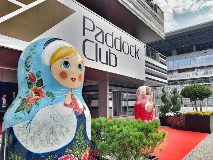 De ingang van de Paddock Club in Sotsji