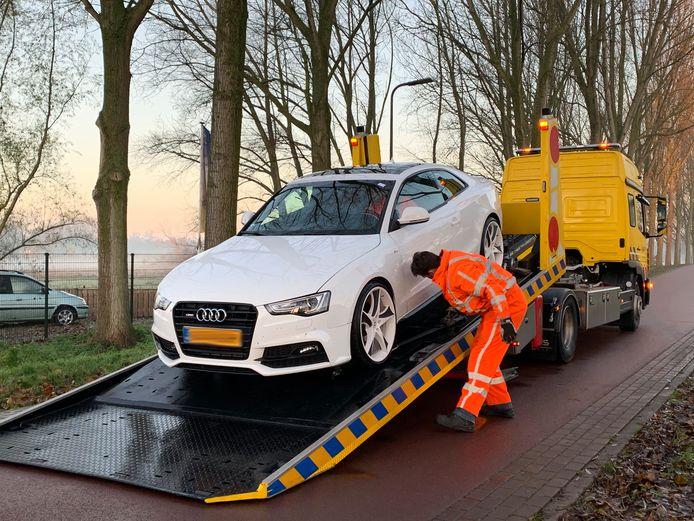 Bij de aanhouding van de verdachten in de groepsverkachtingszaak in Den Bosch werden ook negen auto's en enkele duizenden euro's in beslag genomen.