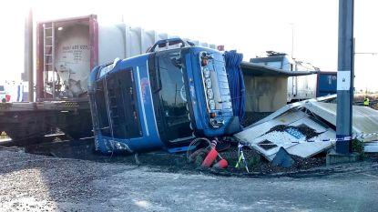 Trucker komt met schrik vrij na treinongeval in Zeebrugge: goederenverkeer enkele dagen onderbroken