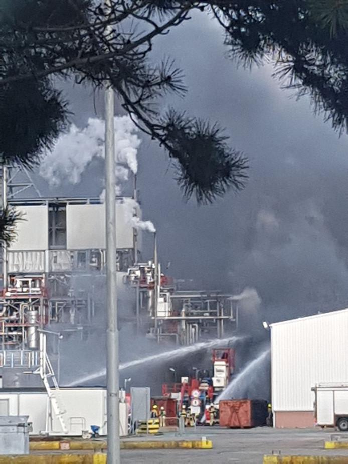 Veel rook bij het chemiebedrijf