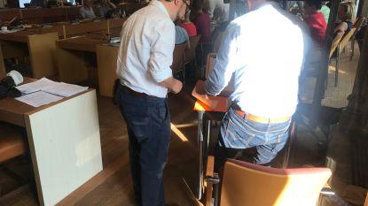 """Korte broek ook in Aalsterse gemeenteraad niet gewenst: """"Niet echt gepast"""", vindt gemeenteraadsvoorzitter David Coppens (N-VA)"""