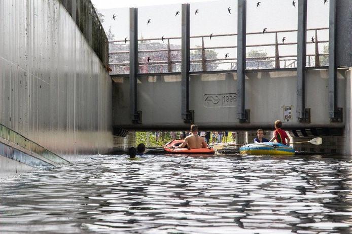De tunnel bij het NS-Station liep compleet onder water