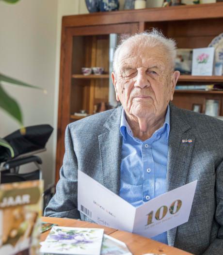 Oud-huisarts Adriaan Kousemaker viert z'n honderdste verjaardag
