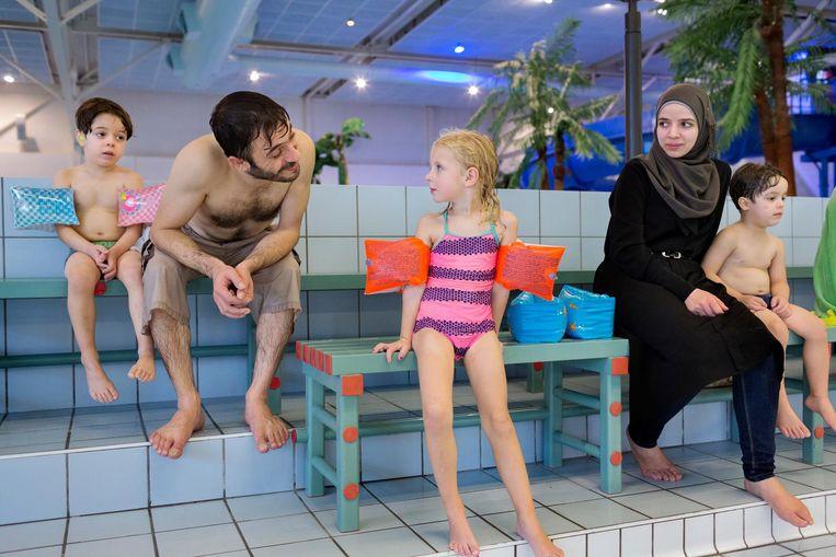 In het zwembad van Sassenheim. Beeld Inge van Mill