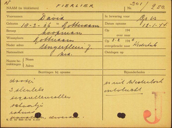 De arrestantenkaart van David Fierlier. Hij overleed in mei 1945, ergens in Midden-Europa.