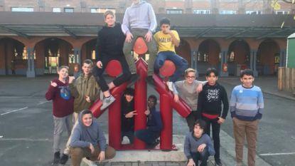 """Unieke rapsong van scholieren Don Bosco Sint-Denijs valt in de prijzen: """"Heb respect voor ouderen, ze zijn dope"""""""
