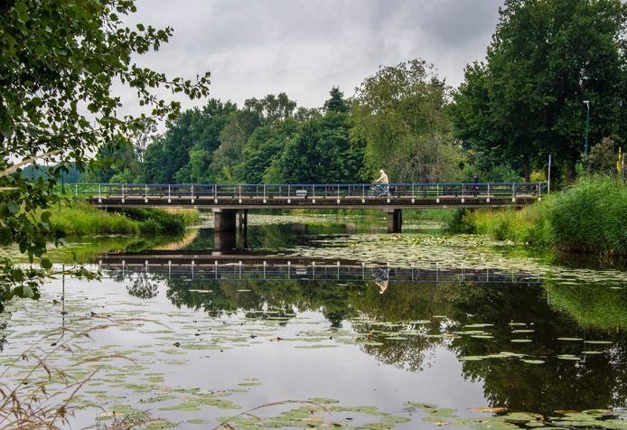 Bij alle bruggen over de Graafsche Raam komen faunapassages.