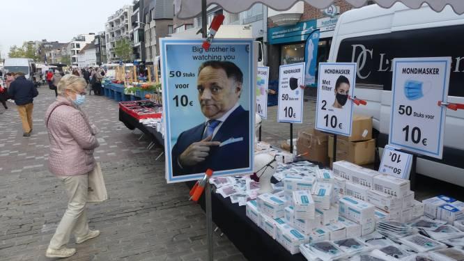 Marc Van Ranst is watching you... Marktkramer verkoopt mondmaskers met viroloog als uithangbord