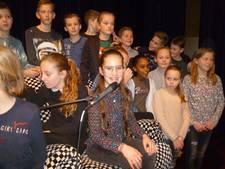 Mara van der Bruggen is voorleeskampioen van Schijndel