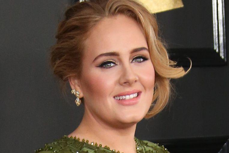Het nieuwe uiterlijk van Adele (32) blijft over de tong gaan.