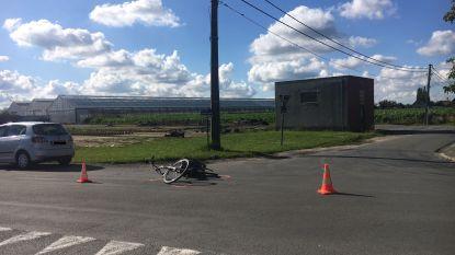 Bejaarde fietsster zwaargewond bij botsing op kruispunt in Wingene