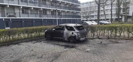 Wageningse buurt na aangestoken autobrand: 'Al langer onrustig hier, veel geschreeuw op straat'