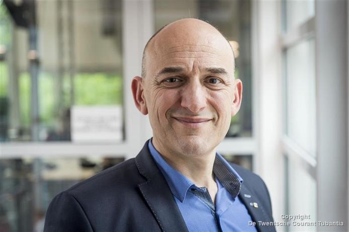 Stefano Stramigioli, hoogleraar Advanced Robotics bij de UT, draagt de verantwoordelijkheid voor de wetenschappelijke kant van de samenwerking