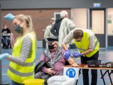 Coronaproof vaccineren tegen griep in sporthal Wageningen