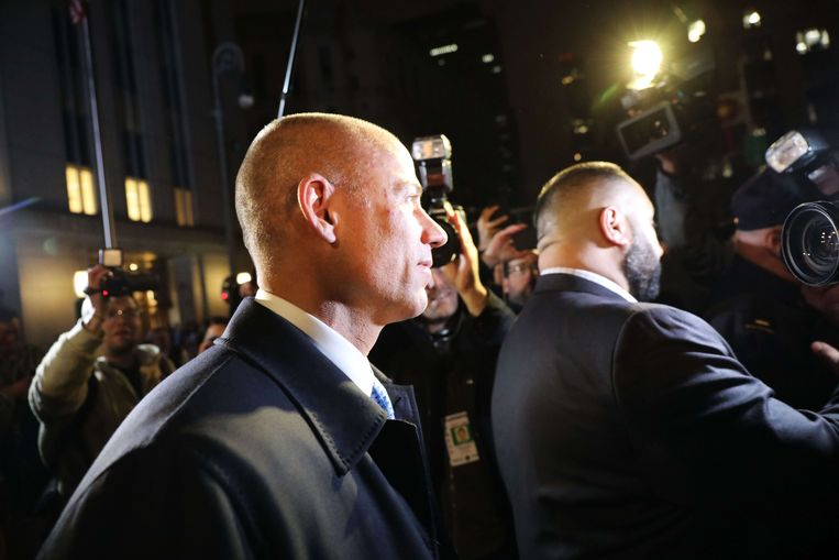 Michael Avenatti toen hij gisterenavond het gerechtsgebouw in New York buitenwandelde.