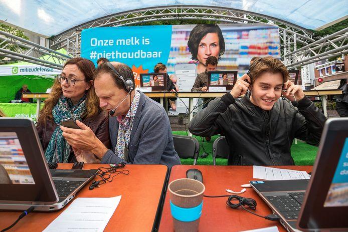 Bekende Nederlanders, boze burgers en boeren bellen supermarkten plat. Links: Vincent Bijloo en rechts acteur Floris Bosma.