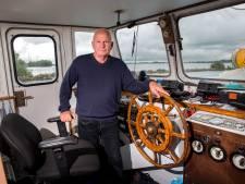 Schipper veerpont Moerdijk-Strijensas redt vier drenkelingen met moed en instinct