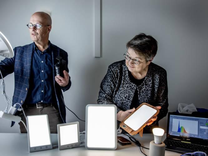 """""""Lichttherapie helpt in driekwart van de gevallen tegen winterdepressie"""": experts testen 5 lampen die daglicht imiteren"""