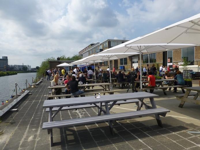 Het terras bij Kreeft aan de Kade.
