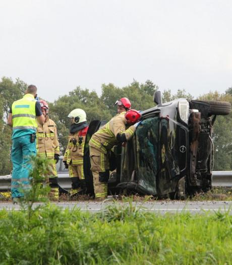 Gewonden en ravage na ernstig ongeluk op A1 bij Bathmen